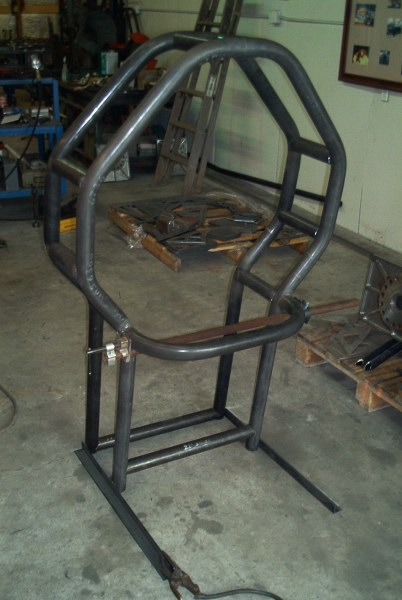 picture of assembly of pulling tractor roll cage welding and notching